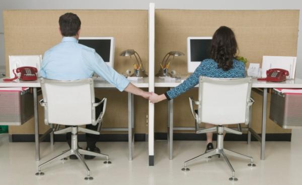 làm thế nào để hẹn hò với đồng nghiệp